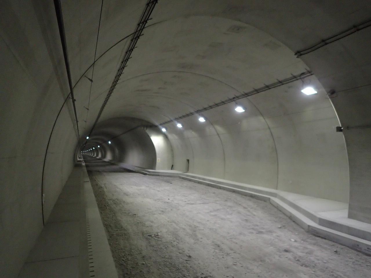 福岡322号八丁峠道路トンネル(朝倉地区)監査路設置外工事
